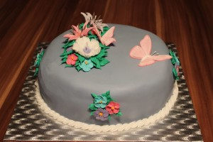 Royal Icing Flowers wiht Butterflies